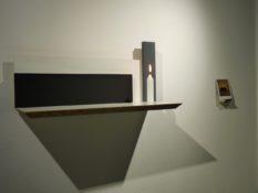 Acrylique sur aggloméré contreplaqué, bougie et Polaroïd, 25 x 50 x 18 cm, 2009