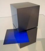 Dérivés de pigment sur feuilles de verre et miroir, 5 x 5 x 5  cm (cube) et 20 x 20 x 20 cm (miroir), 2016